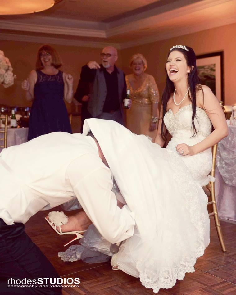 Wedding Garter Songs: Secrets To A Successful Bouquet & Garter Toss